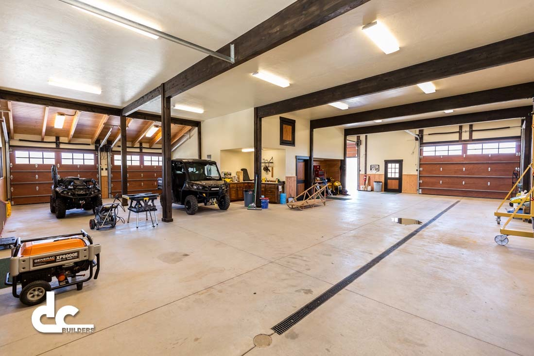 Dagget michigan barn project dc builders for Shop with living space