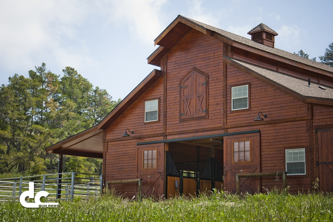 This monitor style barn in Kinion was custom built by DC Builders.